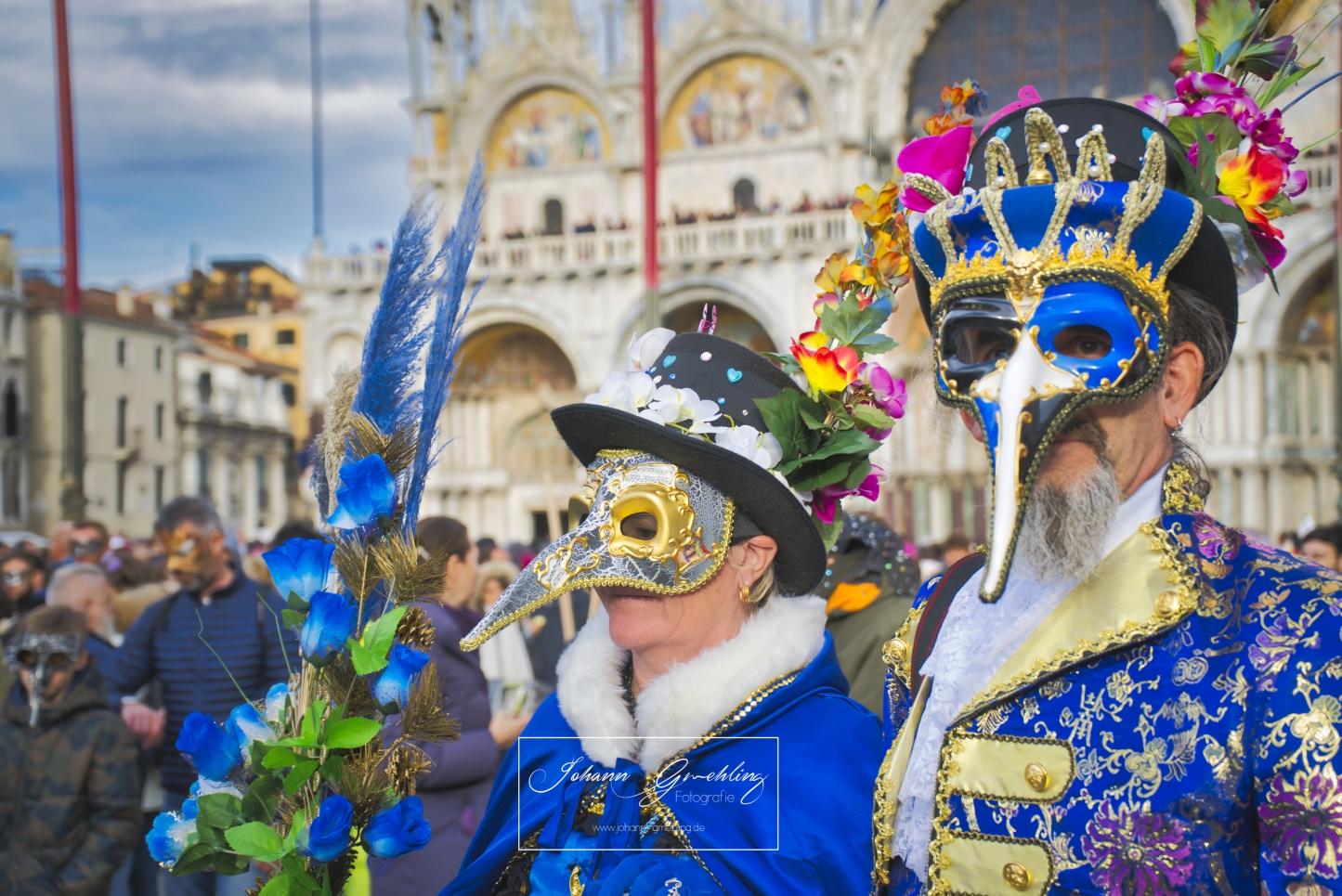 Blaue Maske beim Karneval in Venedig