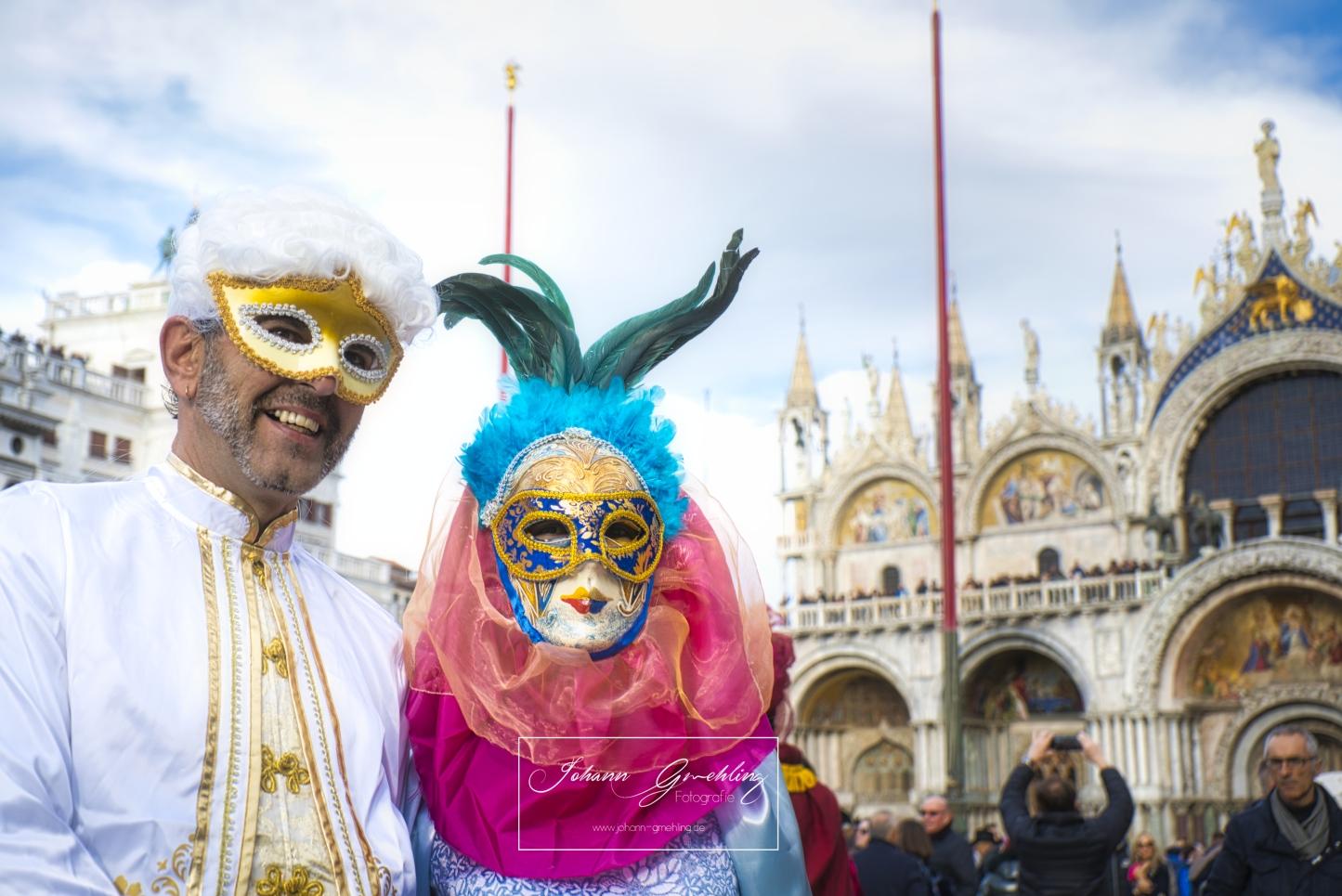 Bunte Maske in Venedig am Markusplatz