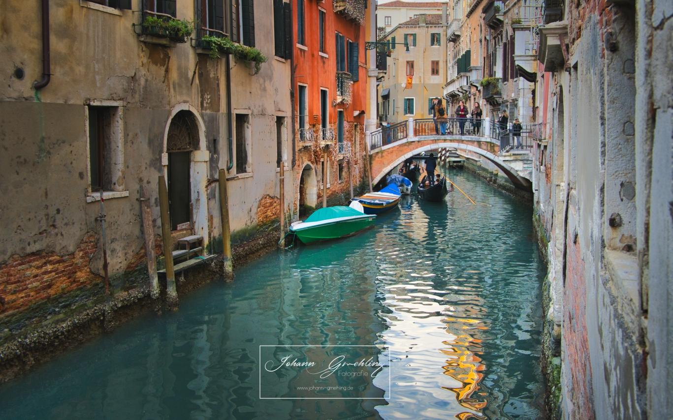 Wasser in den Gassen in Venedig
