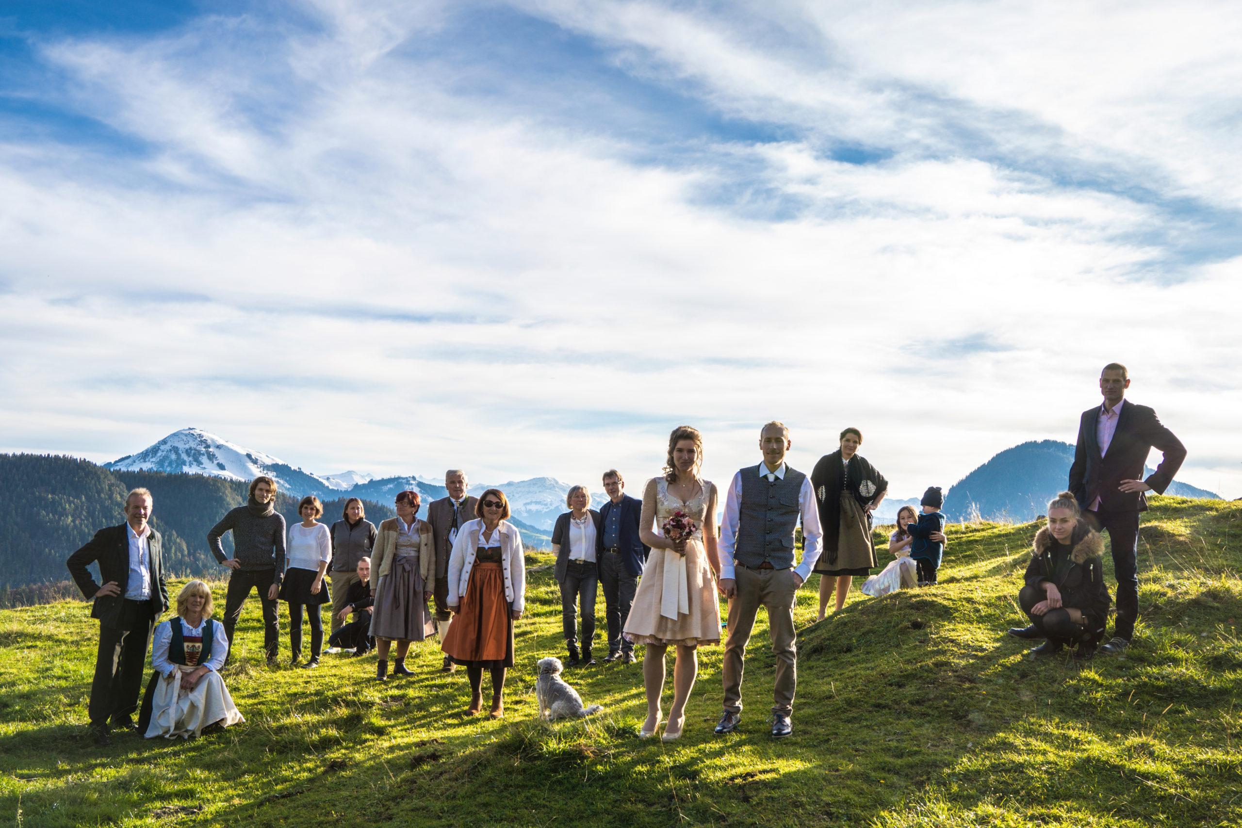 Hochzeits Gruppenfoto auf der Alm